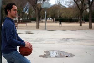 Foto de Daniel Barreña en una cancha de baloncesto